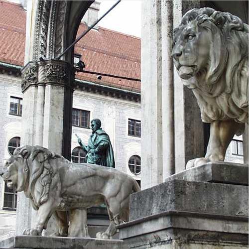 Lions Odeonsplatz